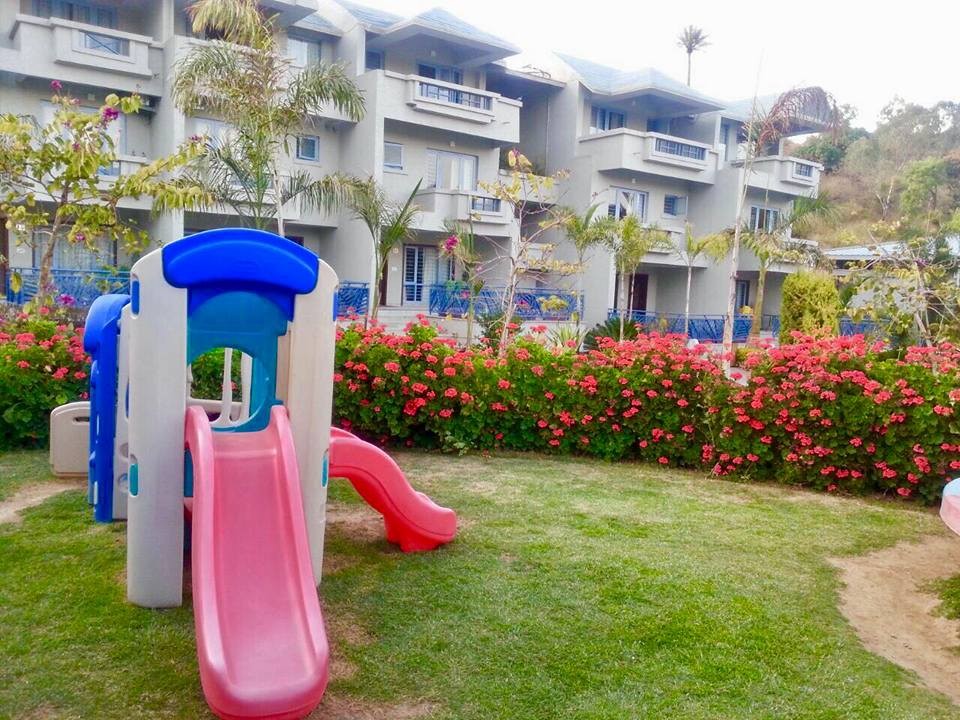 Kids Slider - Hummingbird Resort