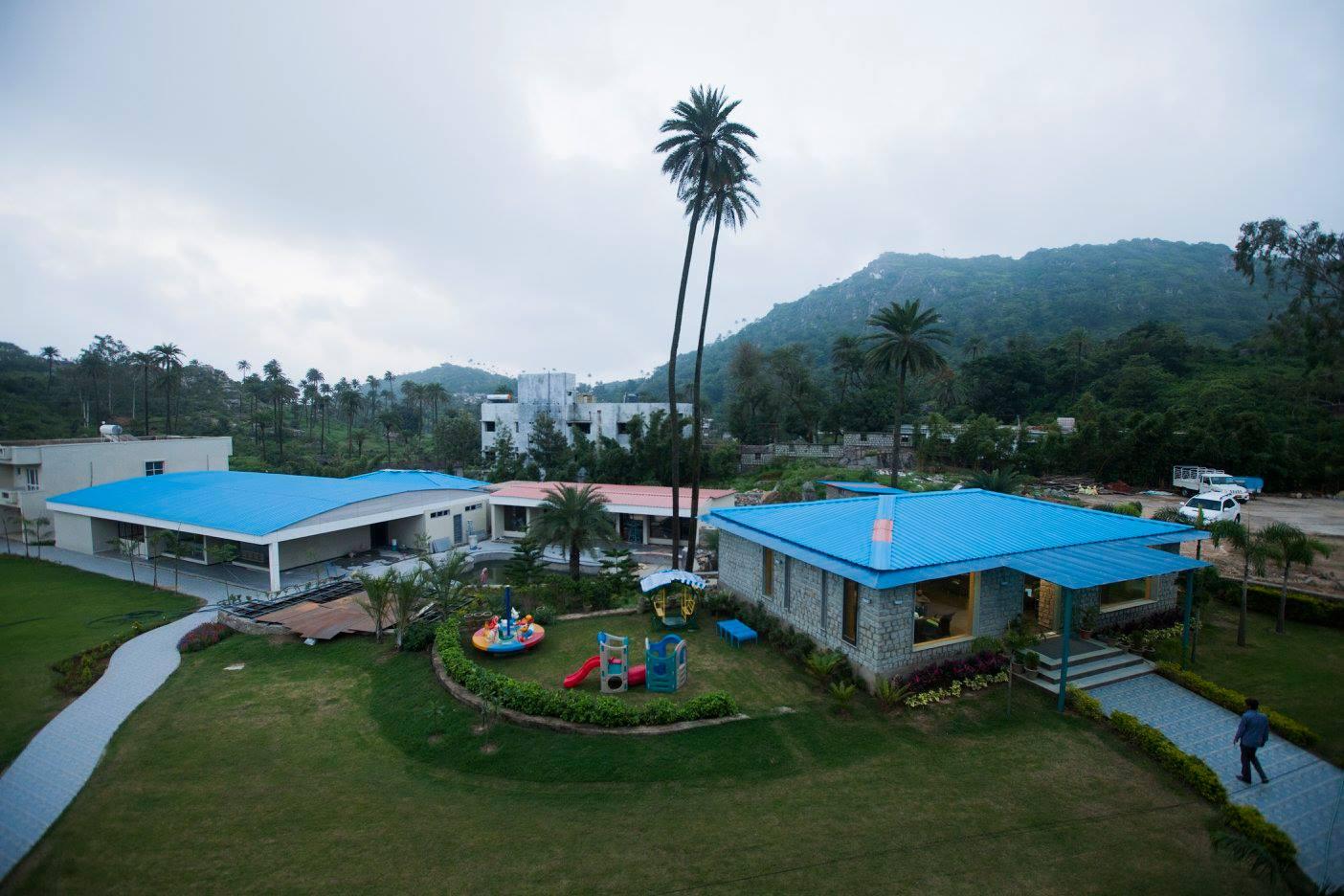 Cross View- Hummingbird Resort
