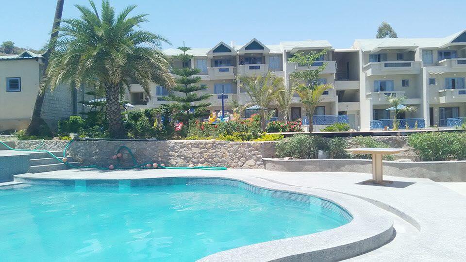 Resort with pool - Hummingbird Resort