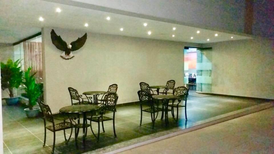 Falcon restaurant - Hummingbird Resort
