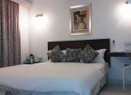 queen size bed in deluxe rooms - hummingbird resort