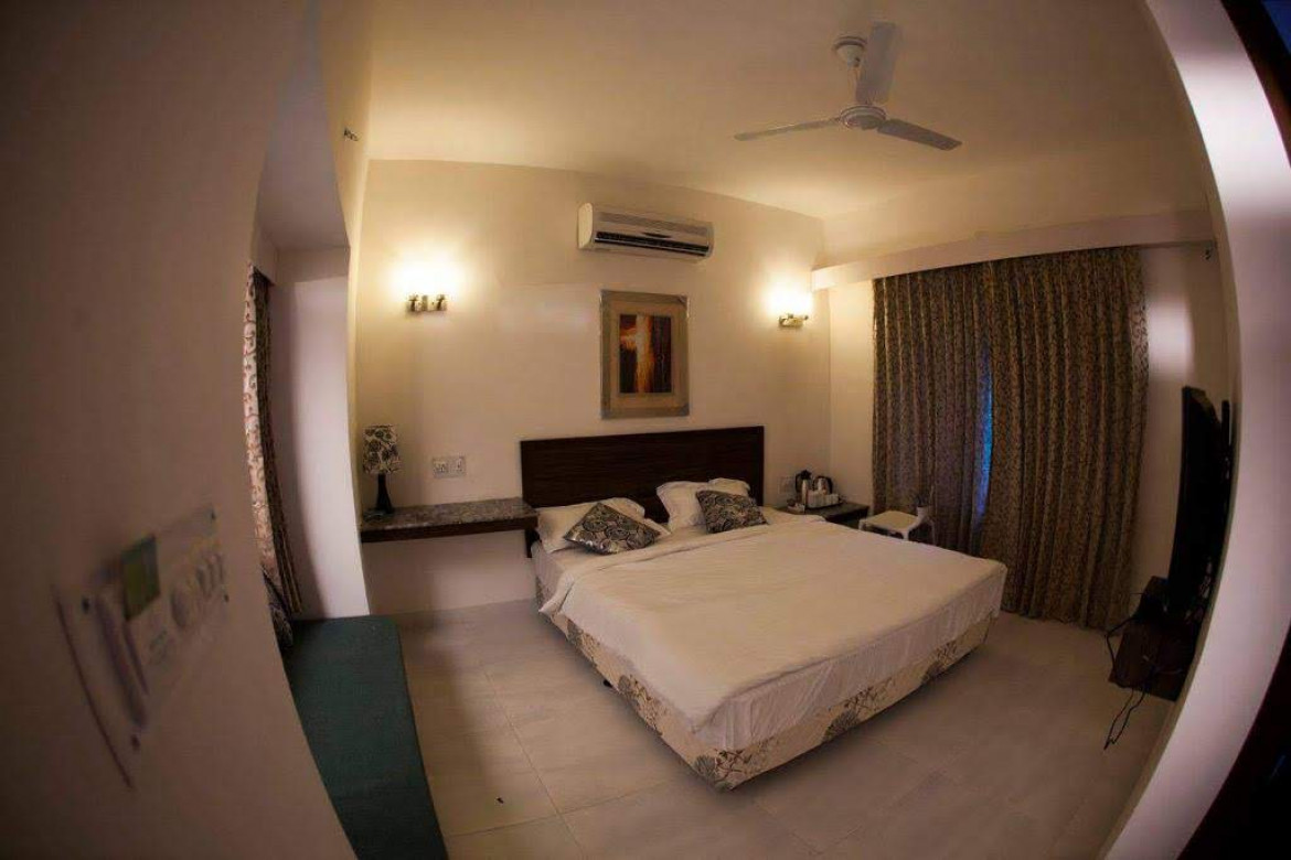spacious deluxe rooms - hummingbird resort