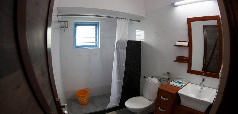 Cottage Bathroom - Hummingbird Resort